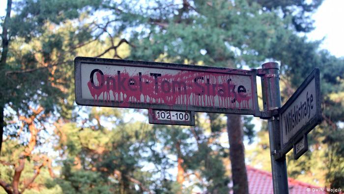 Street sign: Uncle Tom's Cabin in Berlin