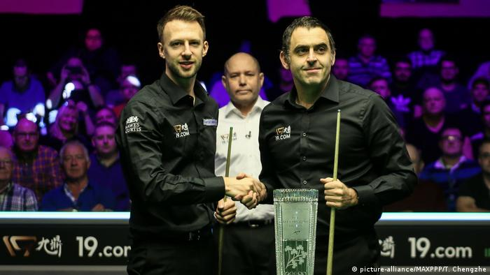 Judd Trump and Ronnie O'Sullivan shake hands before a match at the 2019 Northern Ireland Open.