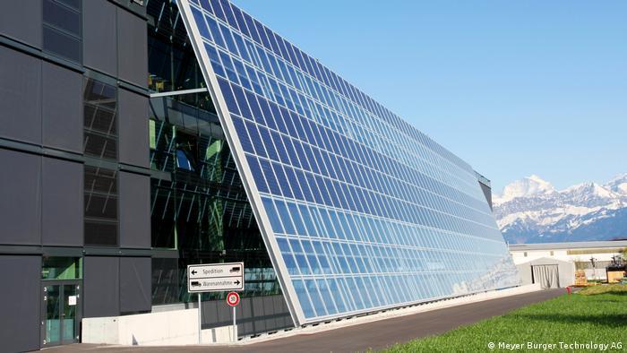 Firmengebäude von Meyer Burger Technology AG in Thun Schweiz. Der Ausstatter von Solarfabriken will nun selbst in die Solarmodulproduktion einsteigen und investiert in Deutschland