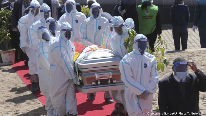 Simbabwe Harare Beisetzung von Minister Perence Shiri (picture-alliance/AP Photo/T. Mukwazhi)