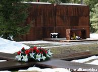 Мемориал в Катынском лесу на месте расстрела польских офицеров