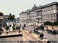 Color photo of Berlin, the Kuerfüster Bridge with the City Palace,