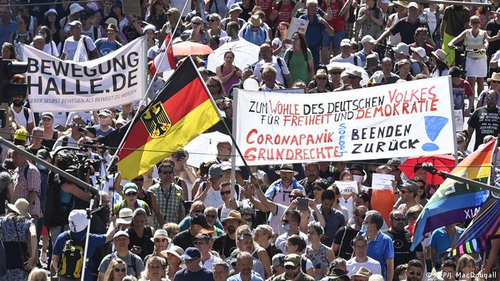 Deutschland Demonstration gegen Corona-Maßnahmen in Berlin (AFP/J. MacDougall)