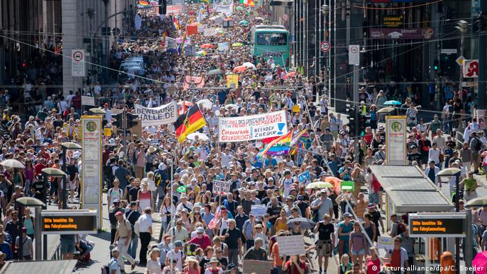 آلاف المتظاهرين في برلين ضد قواعد كورونا (1/8/2020)
