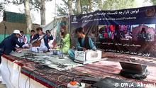 هنرمندان محلی در حاشیه این نمایشگاه و بازارچه جشنواره موسیقی محلی را پیش می برند.