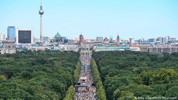 Berlin I Proteste gegen Corona-Auflagen