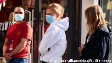 Deutschland Coronavirus - Berlin | Schlange stehen