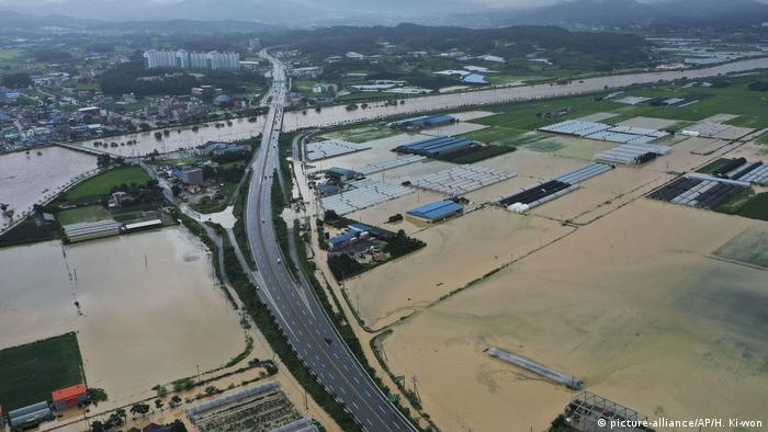 Südkorea I Unwetter in und um Seoul (picture-alliance/AP/H. Ki-won)