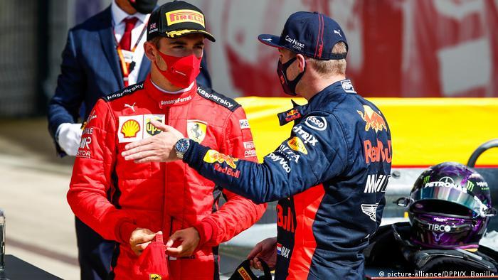 Lewis Hamilton auf drei Reifen zum Heimsieg