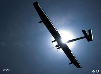Літак, що працює на сонячних батареях