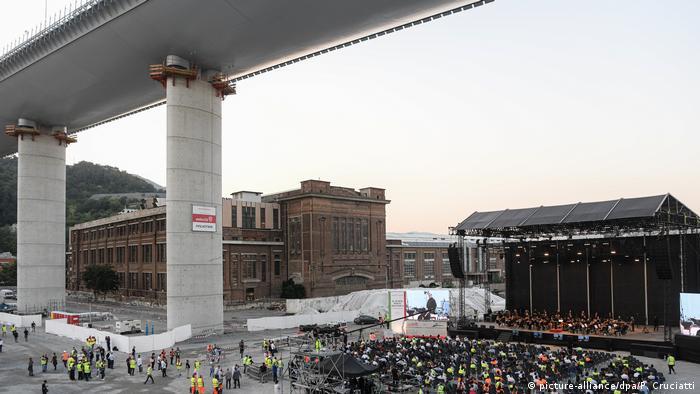 Konzert am Fuße der neuen Ponte San Giorgio