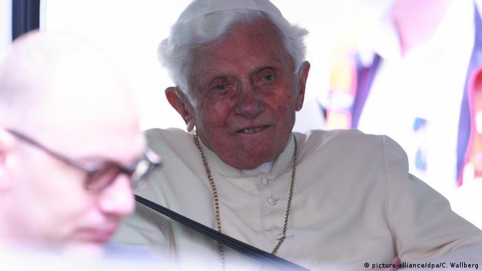 Deurschland Papst emeritus Benedikt XVI (picture-alliance/dpa/C. Wallberg)