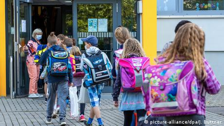 Some 150,000 children have returned to school in the eastern German state of Mecklenburg-Western Pomerania.