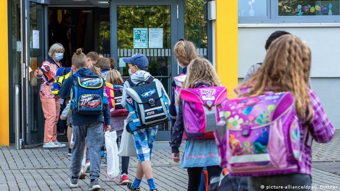 Öğrenciler okullarda birbirleriyle karşılaşmayacak şekilde gruplara ayrıldı