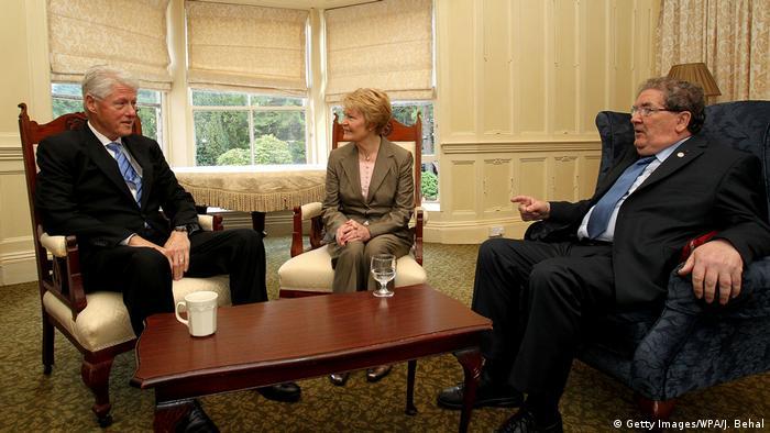 USA | Ex-Präsident Bill Clinton zu Besuch in Ireland | John Hume (Getty Images/WPA/J. Behal)