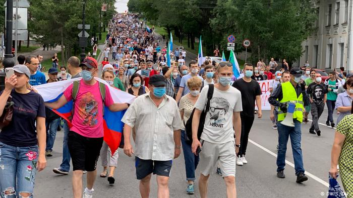 Protesters, some with face mask protection, marching in Khabarovsk