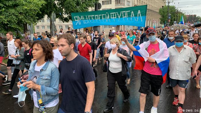 Участники шествия в поддержку экс-губернатора Сергея Фургала в Хабаровске, 3 августа 2020 года