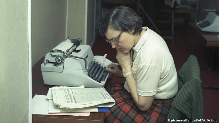 Renate Marsch w warszawskim biurze DPA, grudzień 1977