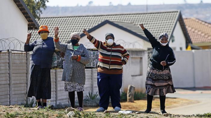 Südafrika Soweto   Coronavirus   Beerdigung (Getty Images/P. Magakoe)