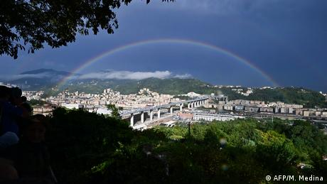 New bridge opens in Genoa under a rainbow (AFP/M. Medina)