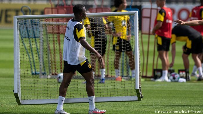 Deutschland Fußball Bundesliga Borussia Dortmund Training Youssoufa Moukoko (picture-alliance/dpa/B. Thissen)