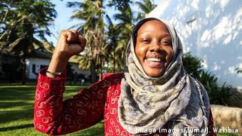 Owino Uhuru est une activiste environnementaliste qui a remporté le prix Goldman Environnemental en 2015 au Kenya