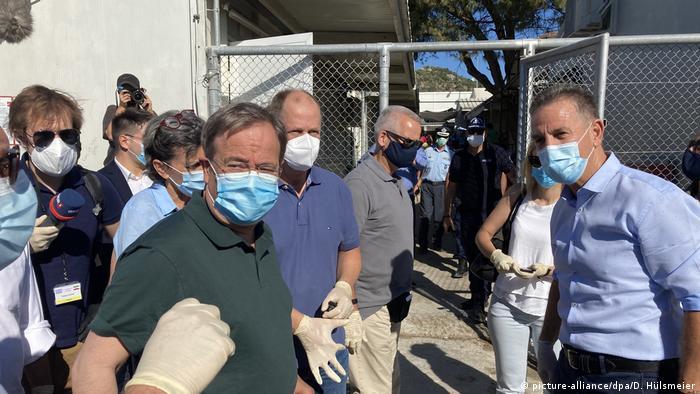 Griechenland | Ministerpräsident Laschet besucht das Flüchtlingslager Moria (picture-alliance/dpa/D. Hülsmeier)