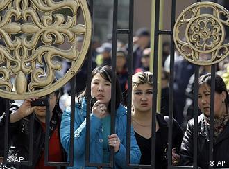 زنان آسیای میانه در قانون با مردان برابرحقوق هستند