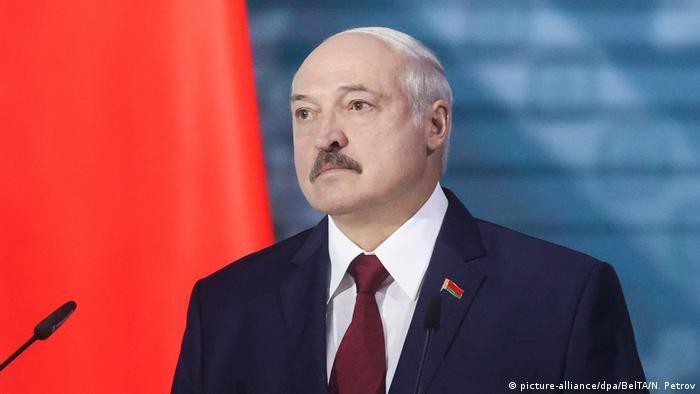 Президент Беларуси Александр Лукашенко во время обращения к парламенту