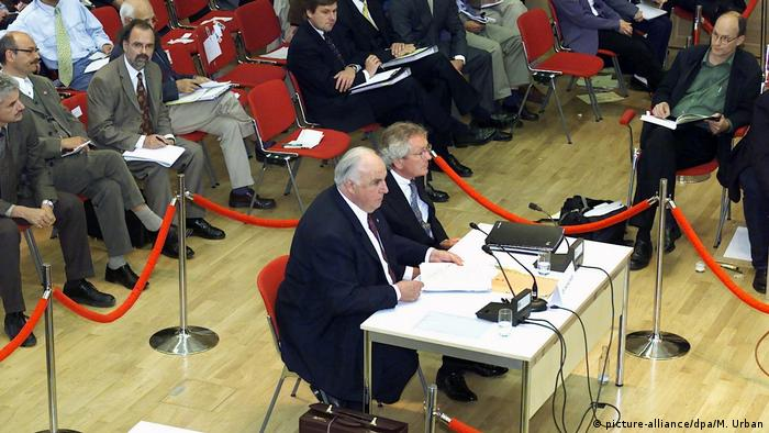 "Historia/ Si Angela Merkel ""vrau"" babain e saj politik Helmut Kohl"