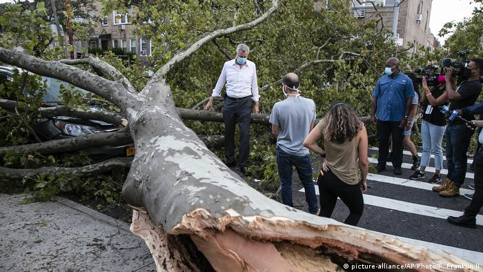 USA Tropensturm Isaias in New York (picture-alliance/AP Photo/F. Franklin II)