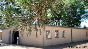 Бывший лагерный барак, в котором проходит выставка