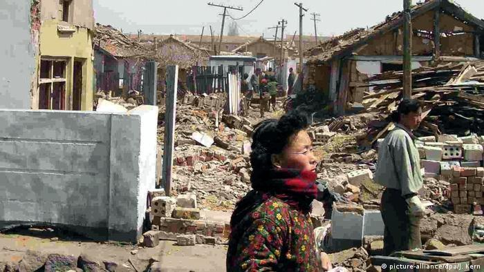 منازل في كوريا الشمالية دمرها انفجار لنترات الأمونيوم عام 2004