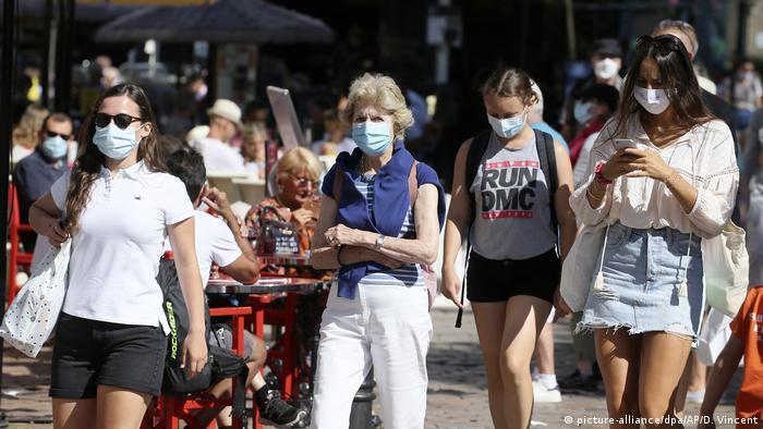 Frankreich Coronavirus - Maskenpflicht im Freien (picture-alliance/dpa/AP/D. Vincent)