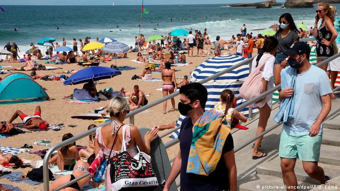 Frankreich | Coronavirus - Maskenpflicht im Freien (picture-alliance/dpa/AP/B. Edme)