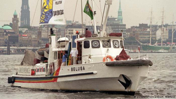 Deutschland Wasserqualität des Rheins | Greenpeace-Schiff Beluga
