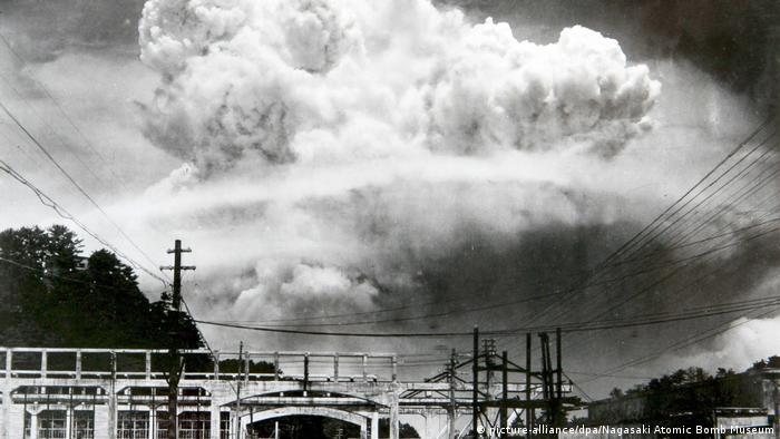 Nuclear explosion over Nagasaki, 1945 (picture-alliance/dpa/Nagasaki Atomic Bomb Museum)