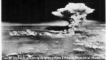 ARCHIV - 06.08.1945, Japan, Hiroshima: Ein vom Hiroshima Peace Memorial Museum zur Verfügung gestelltes Handout zeigt die Atombombenexplosion in Hiroshima, fotografiert vom US-Militär am 06. August 1945. (zu dpa «Wenn die Erinnerungen verblassen: 75 Jahre nach Hiroshima») Foto: Hiroshima Peace Memorial Museum/HIROSHIMA PEACE MEMORIAL MUSEUM/dpa - ACHTUNG: Nur zur redaktionellen Verwendung im Zusammenhang mit der aktuellen Berichterstattung und nur mit vollständiger Nennung des vorstehenden Credits +++ dpa-Bildfunk +++ |