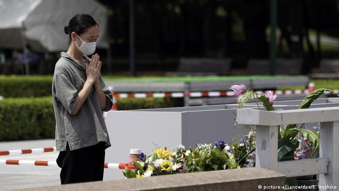 No dia 6 de agosto de 1945, a primeira bomba atômica utilizada em uma guerra foi lançada sobe a cidade de Hiroshima, matando em torno de 140 mil pessoas. Na cerimônia que marcou os 75 anos da tragédia, o prefeito da cidade pediu maior comprometimento dos líderes mundiais para com o desarmamento. (06/08)