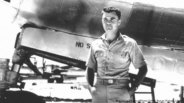 Полковник Пол Тиббетс был командиром экипажа бомбардировщика, с которого была сброшена бомба на Хиросиму.
