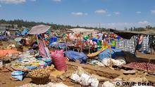 Äthiopien |Äthiopischer Händler auf einem traditionellen Markt in Debre Markos