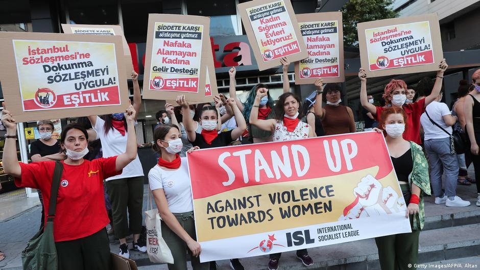 Türkische Frauen protestieren gegen Gewalt