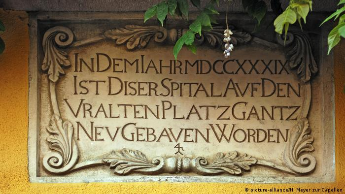 A German sign stating the year a hospital was built, in 1739 (picture-alliance/H. Meyer zur Capellen)