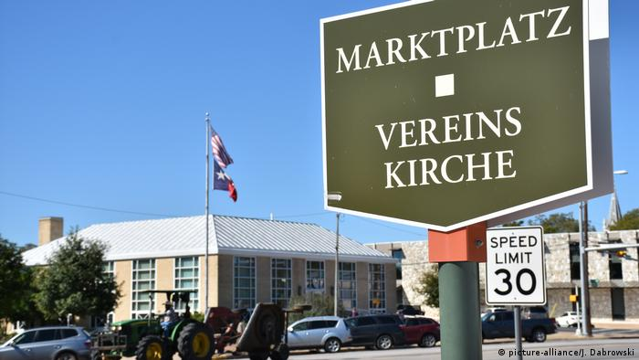 A German-language sign in Texas (picture-alliance/J. Dabrowski)
