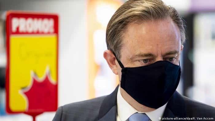 Belgien: Antwerpens Bürgermeister Bart De Wever mit Mundschutz (picture-alliance/dpa/K. Van Accom)