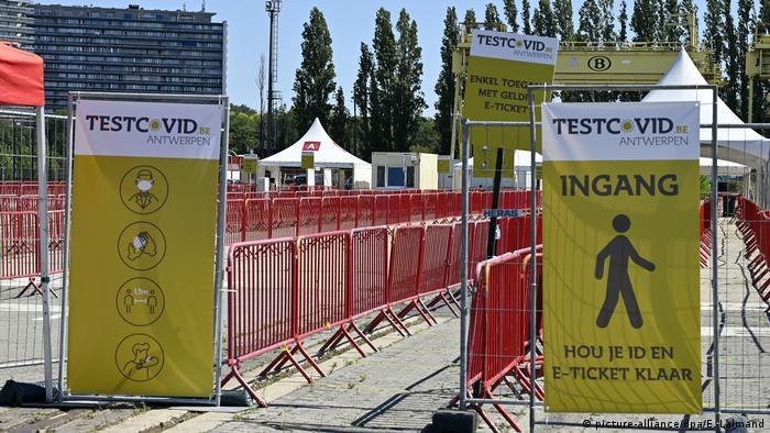 Belgien: Coronavirus-Testzentrum Antwerpen (picture-alliance/dpa/E. Lalmand)