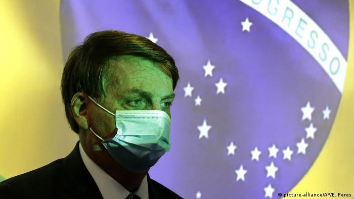 Brasilien I Jair Bolsonaro I Maske