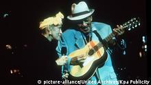 Buena Vista Social Club Compay Segundo (alias Francisco Repilado) und Omara Portuondo Regie: Wim Wenders / Buena Vista Social Club D/USA/Cuba 1999 *** Local Caption *** 00880433 | Verwendung weltweit