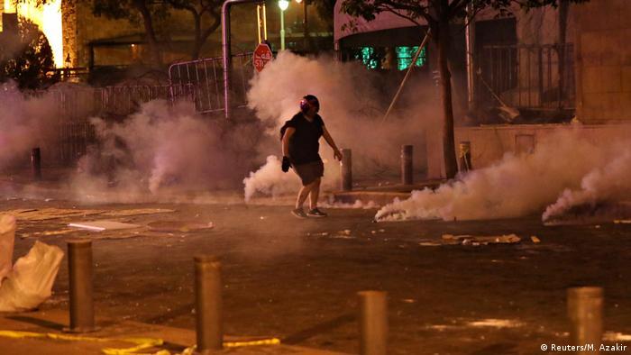 Beyrut'ta dün akşam protesto gösterileri düzenlendi