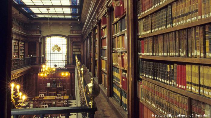 İspanyol tarihçi ve edebiyat eleştirmeni Menéndez Pelayo'nun özel kütüphanesi